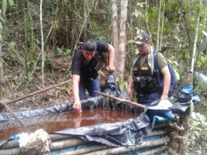 Monzón: Policía destruye laboratorio clandestino