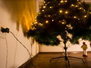 Use las luces y adornos navideños de manera segura