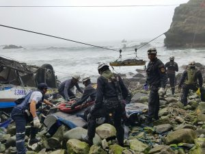 Concluye rescate de víctimas de accidente en Pasamayo