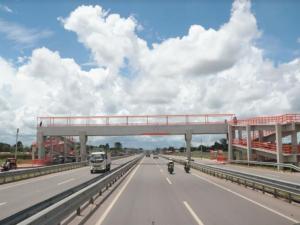 Ucayali: Ministro Giuffra supervisó mantenimiento de vía Federico Basadre