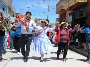 Ayacucho: Inauguran pistas y veredas de totora en Jesús Nazareno