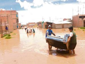 Juliaca: Barrio es inundado por desborde del río Coata