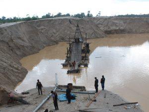 Madre de Dios: Destruyen equipo usado por mineros ilegales