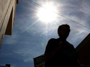 La exposición solar causa cáncer de piel y envejecimiento prematuro