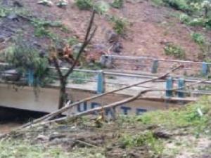 Cusco: Continúan limpieza de vías afectadas tras deslizamiento en Echarati