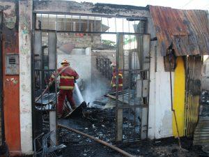 Madre de Dios: Incendio destruyó 14 locales comerciales