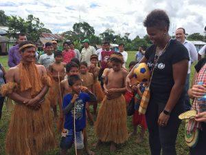 Loreto: Embajadora de Unicef, Karina LeBlanc, se reúne con adolescentes de Belén