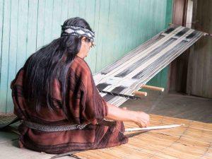 Reconocen a mujeres artesanas del Bajo Urubamba