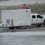 Vehículo antidrogas de alta tecnología es lavado en el río Huallaga