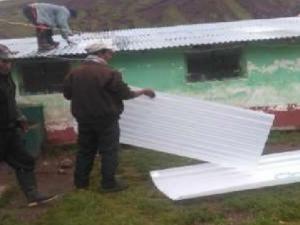 Huancavelica: Entregan ayuda humanitaria a afectados por bajas temperaturas