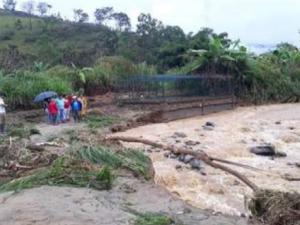 Junín: Limpian zonas afectadas por inundación en el distrito de Río Negro