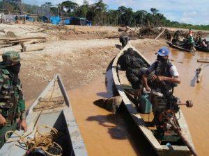 Madre de Dios: Rescatan a menor de balsa minera en el río Malinowski