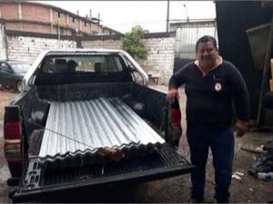 Dan ayuda a pobladores afectados por vientos fuertes en Satipo