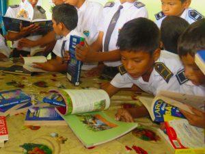 Tocache: Donan más de 76 tomos de libros a estudiantes