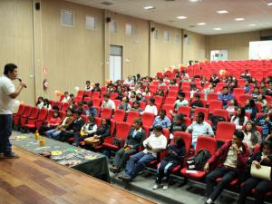 Capacitación a jóvenes en liderazgo y emprendimiento empresarial en Arequipa
