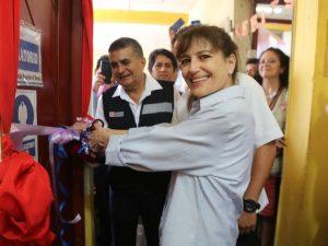 Iquitos: Entregan equipos para mejorar atención de pacientes con VIH