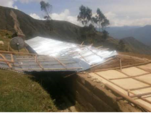 Coordinan entrega de calaminas a colegio afectado en Huancavelica