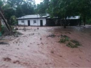 Entregan ayuda a pobladores afectados por inundación en San Martín