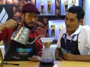 CADE aprecia café nacional a través de stand de Devida