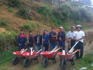 Entregan ayuda a afectados por deslizamiento en Cajamarca