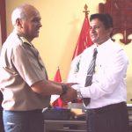 Alcalde de Tambopata recibe a nuevo jefe policial en Madre de Dios