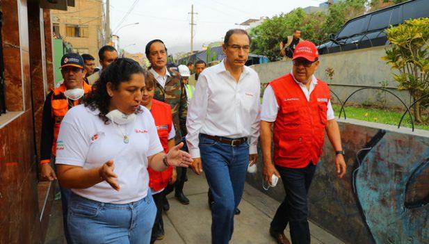 Perú declara emergencia ambiental en distrito inundado por aguas servidas