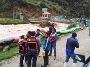 Entregan sacos terreros a damnificados por inundación en Pasco