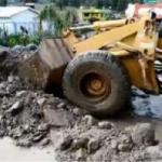 Apurímac: Prosigue descolmatación de río Chumbao tras huaico de ayer