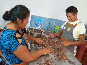 Vraem: Agricultores de Pangoa aprenden a elaborar productos derivados del cacao