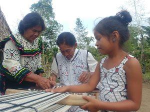 Conoce el trabajo de las maestras de la Amazonía del Cusco