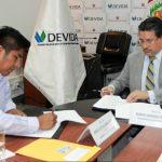 Devida y comuna de Irazola firman convenio por S/2 millones