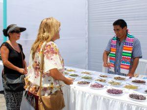 Exhiben arte textil y habas nativas de Ayacucho en Lima