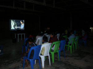 """Huánuco: Devida despliega """"cine en el campo"""" en Yuyapichis"""