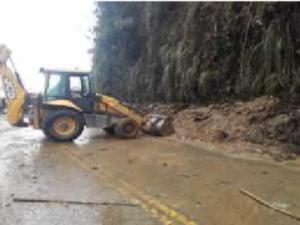 Huánuco: Habilitan parcialmente siete tramos para el paso de vehículos tras huaico en Chinchao