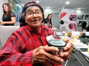 """""""Pensión 65"""" atiende a 609 mujeres centenarias"""