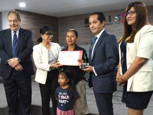 """Madres líderes de """"Juntos"""" reconocidas por aporte a la defensa de los derechos y la lucha contra la violencia"""