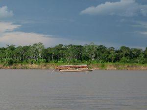 Río Amazonas en alerta roja