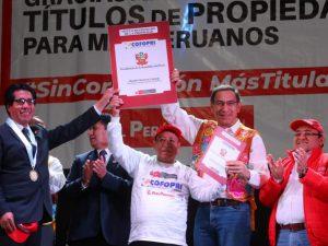 Ministerio de Vivienda entrega 3 519 títulos de propiedad en Junín