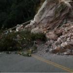Concesionaria trabaja en vía restringida por derrumbe en San Martín
