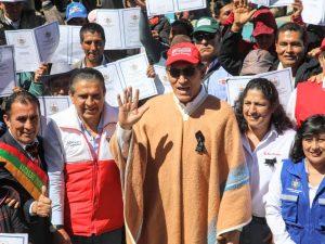 Ministra Muñoz acelera formalización en el agro: Entregan 2 527 títulos de predios rurales