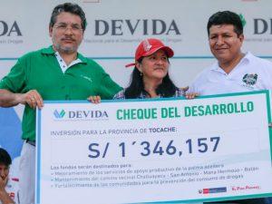 """San Martín: Devida entrega """"Cheque del Desarrollo"""" a la Municipalidad Provincial de Tocache"""