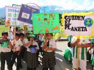 Vraem: Escolares de Llochegua exigen cuidar el medio ambiente