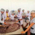 San Martín: Devida capacita a cacaoteros y estudiantes en elaboración de chocolate artesanal