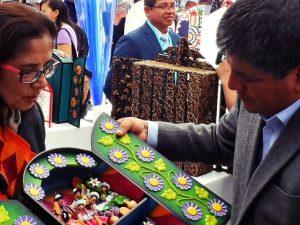 Dan declaratorias de Patrimonio Cultural a técnicas del Tallado en Piedra de Huamanga y a producción del Retablo