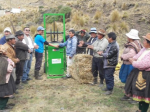 Junín: Entregan empacadoras para asegurar alimentación de animales ante heladas