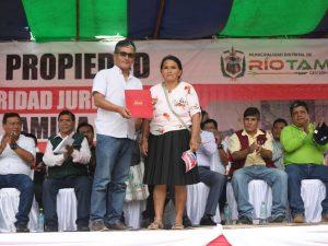 GORE Junín entregó segundo lote de títulos en la localidad de Río Tambo
