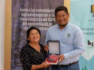 Premian a guardianes del agua y los bosques en el aniversario de Oxapampa