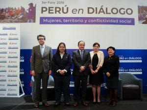 Ministra Muñoz resalta importancia de peruanas en mesas de diálogo