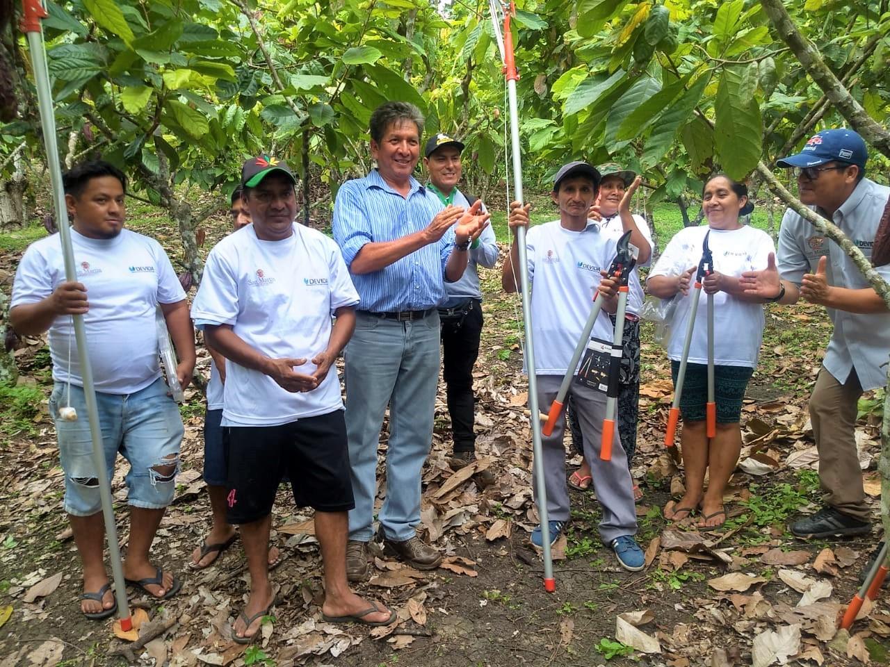 Entregan herramientas a productores cacaoteros sanmartinianos en El Dorado - INFOREGION