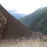 Ayacucho: Implementan limpieza de vía interrumpida por deslizamiento